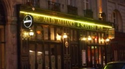 "Pub Ecossais ""The Auld Alliance"" - Billard Paris Le Marais"